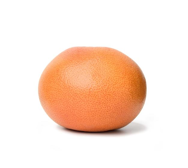 白い背景で隔離の完全に熟したオレンジグレープフルーツ、クローズアップ