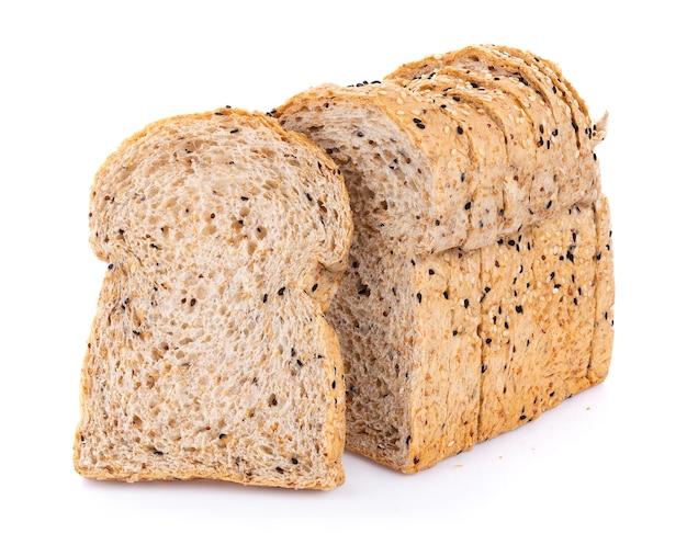 Цельнозерновой хлеб, изолированные на белом фоне