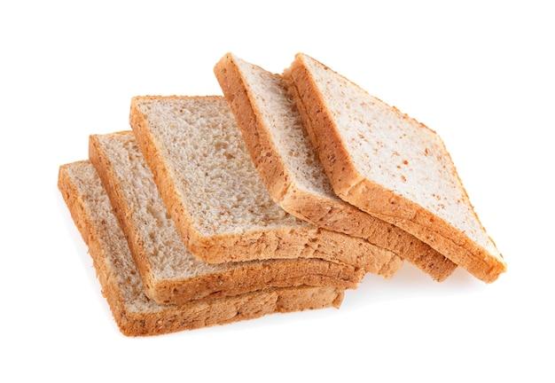 白い背景で隔離の全粒粉パン