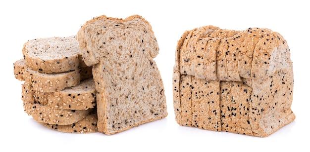 Цельнозерновой хлеб изолированные