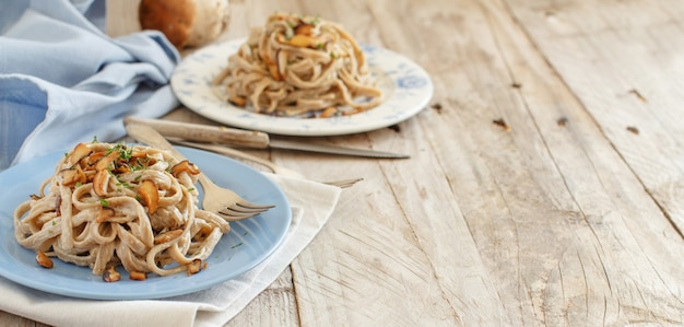 きのこポルチーニと全粒小麦のタリエリーニ