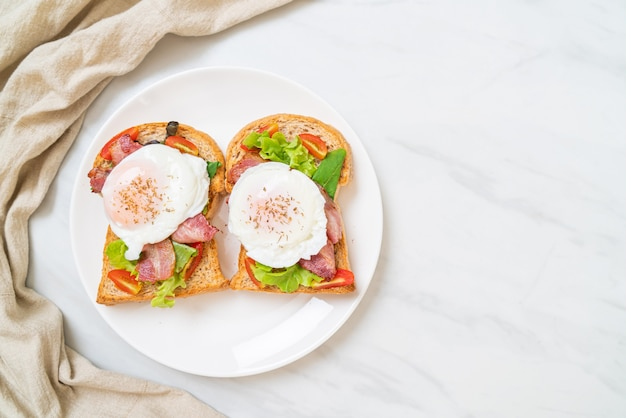 Whole wheat toasted bread with vegetable, bacon and egg