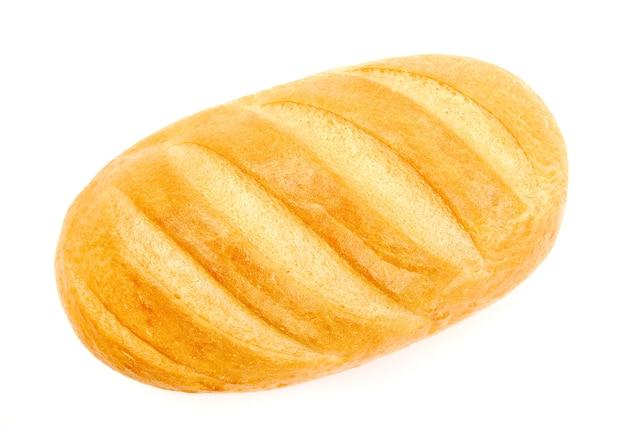 Целый белый хлеб на белом фоне