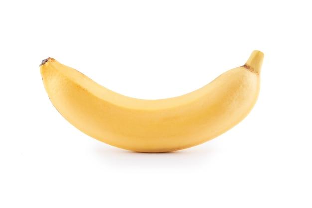Целый желтый банан с кожурой, изолированные на белом фоне с копией пространства, вид сверху, обтравочный контур