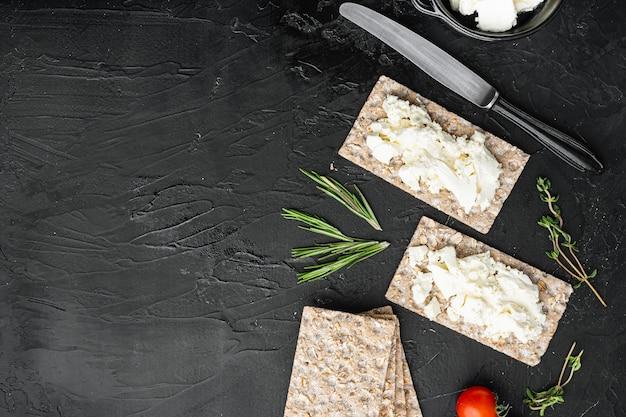 Цельнозерновые ржаные хлебцы со сливочным сыром