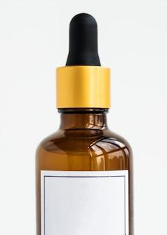 Бутылка капельницы, изолированных на whtie фоне