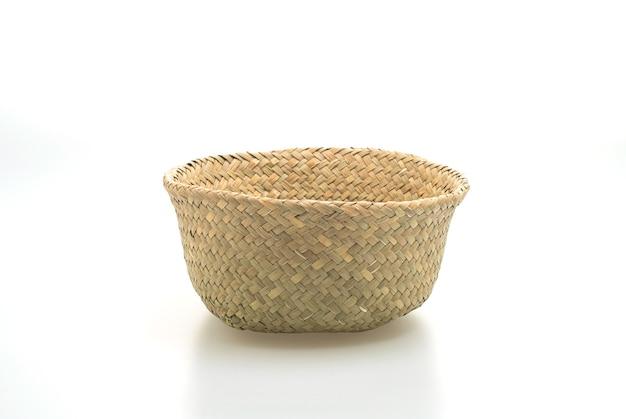Плетеная корзина на белой поверхности
