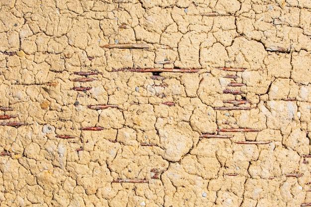 오래된 시골 마을 농장 헛간 점토가 있는 고리버들 벽
