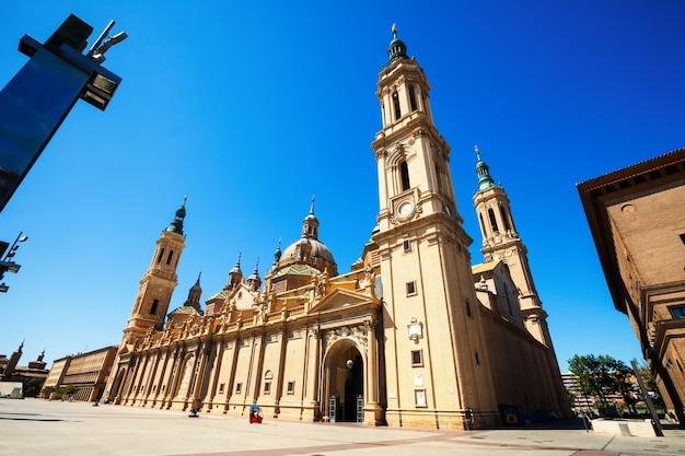 柱の聖母大聖堂の広角撮影
