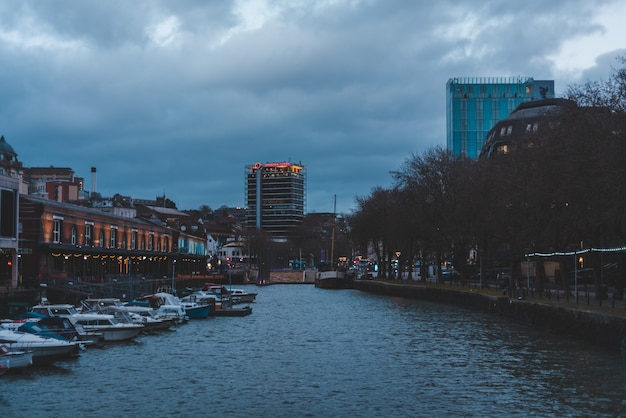 Широкоугольный снимок города бристоль в великобритании