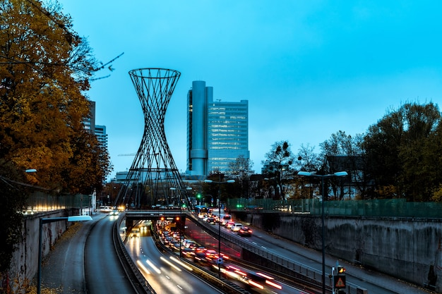 Широкоугольный снимок города мюнхен в час пик