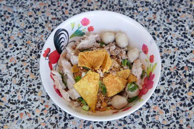Wide rice noodles with vegetables pork