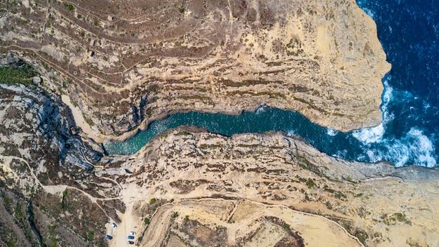 Wied взгляд il-ghasri воздушный верхний вниз в острове gozo, мальте.