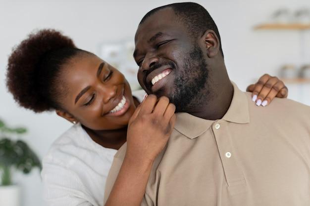 Moglie e marito si divertono insieme