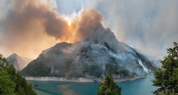 몬테네그로 국립공원 피바 호수 산불