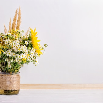 Полевые цветы в вазе ручной работы