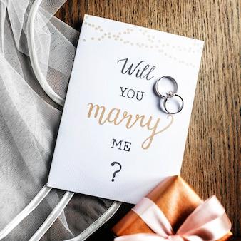 결혼 반지와 제안 카드를 결혼 해 주시겠습니까