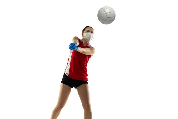 Desease에서 승리하십시오. 보호 마스크와 장갑에 배구 선수. 격리 중에는 여전히 활성 상태입니다. 의료, 의학, 스포츠 개념.