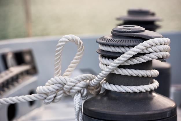Лебедка и веревка, деталь яхты
