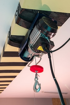 Winch with a hook on the ceiling