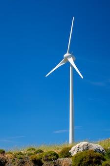 空の風力発電機タービン