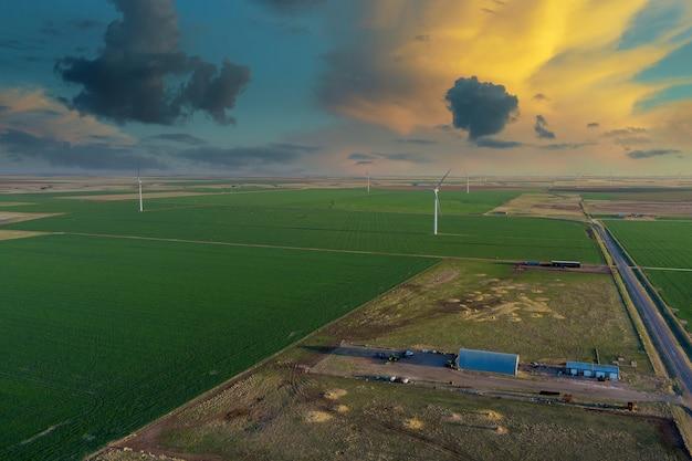 풍력 에너지와 함께 텍사스에있는 전기 농장의 풍력 발전기