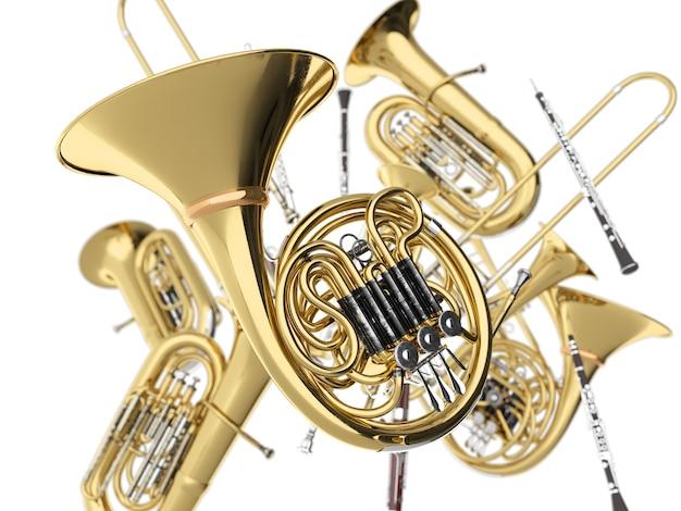Духовые музыкальные инструменты на белом