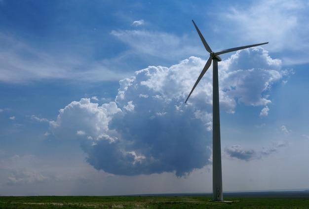 구름 아래 필드에서 풍력