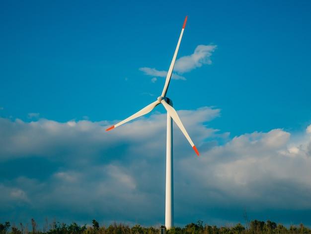 들판과 산의 풍력 발전소