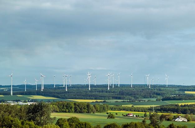 Ветротурбина в долине в германии