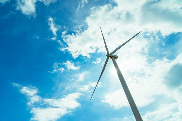 Wind turbine for generating electricity