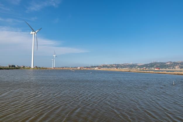 海の真ん中にある風力タービン