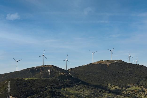 Ветряные турбины - это генераторы экологически чистой энергии, энергии ветра. возобновляемая энергия
