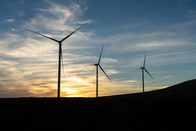 Ветряные турбины на закате, фуэртевентура, канарские острова