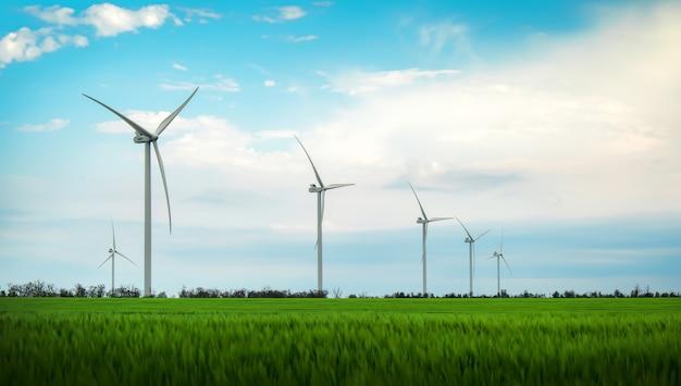 青い空で発電する風力タービン-省エネコンセプト