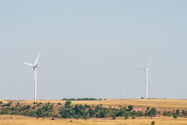 건조한 풍경의 풍력 터빈 전기를 생성하는 대체 방법