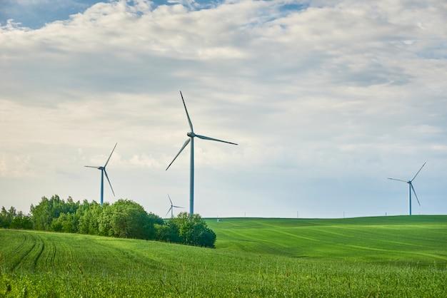 Ветровые турбины в поле