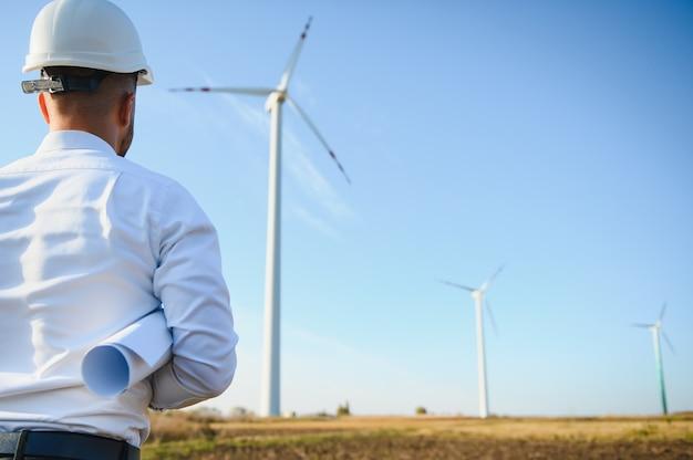 풍차 엔지니어 검사 및 진행 확인 풍력 터빈