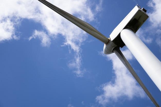 지속 가능하고 재생 가능한 에너지를 생산하는 풍차 풍력 발전