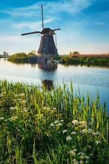네덜란드의 kinderdijk에서 풍차 네덜란드