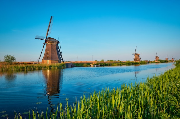 Ветряные мельницы в киндердейке, голландия, нидерланды