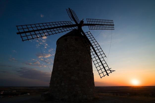 Ветряные мельницы в ла-манча, испания