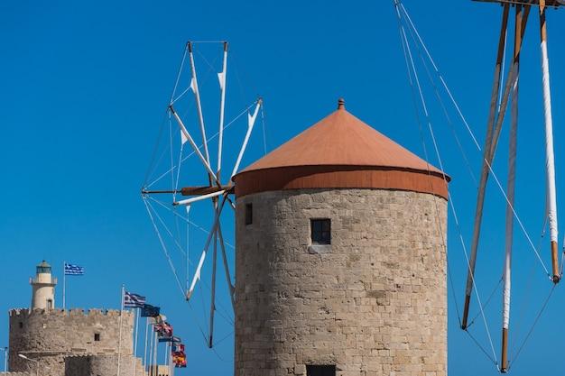 ギリシャ、ロードス港の風車