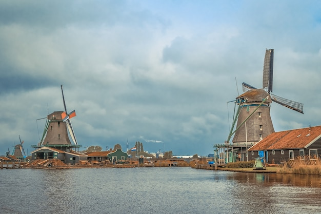 ザーンセスカンスの風車オランダの静かな村