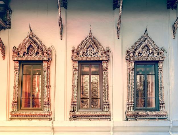 Фон окна в королевском дворце великого короля в бангкоке, таиланд, красивая достопримечательность азии
