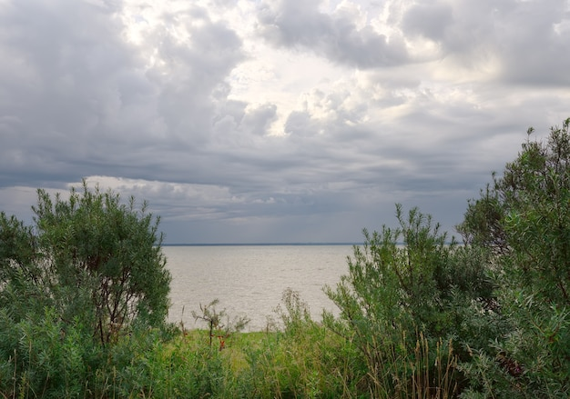 海の上の雲の窓