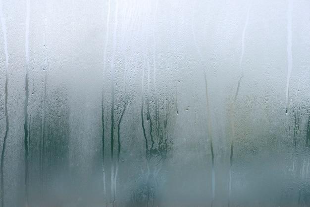 Окно с конденсатом или паром после сильного дождя, крупной текстуры или фона