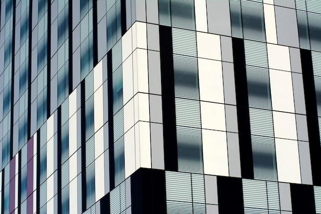 事務所ビルの窓