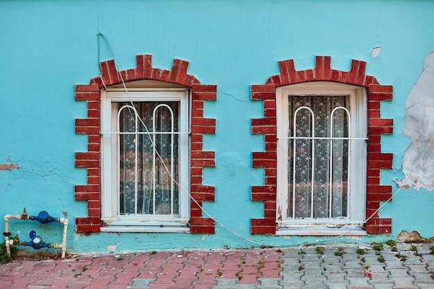 古い家の窓