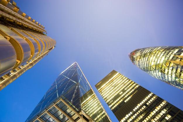 Windows of skyscraper business office, корпоративное здание в лондоне, англия, великобритания